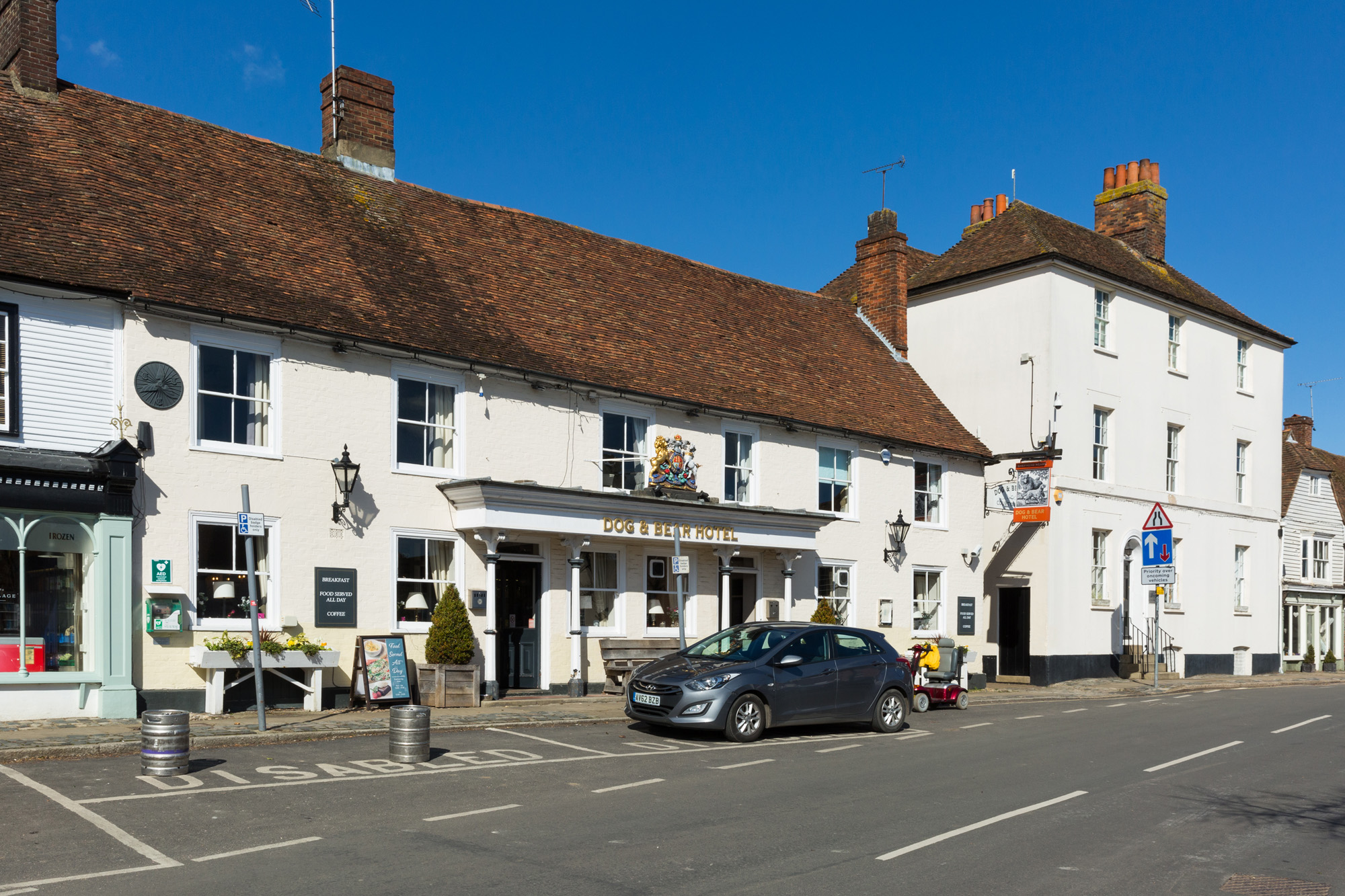 Dog & Bear Hotel, Lenham